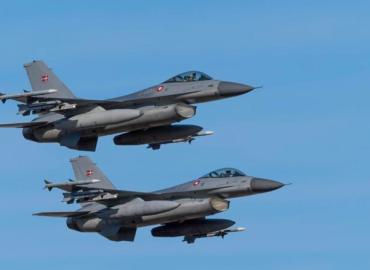 Når danske kampfly kaster bomber